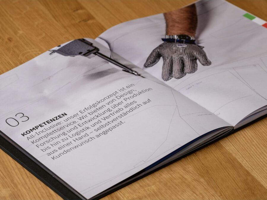 Innenseite der aufwändigen Broschüre für Tere Innovation